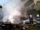 Hasiči byli přivoláni zahasit požár po bombovém útoku v Bagdadu.